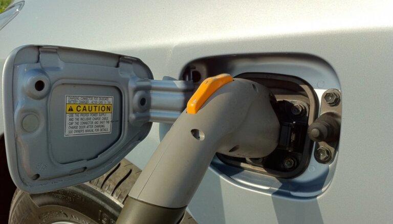 'Delfi' no Strasbūras: Pāreja uz elektromobiļiem Eiropā buksē