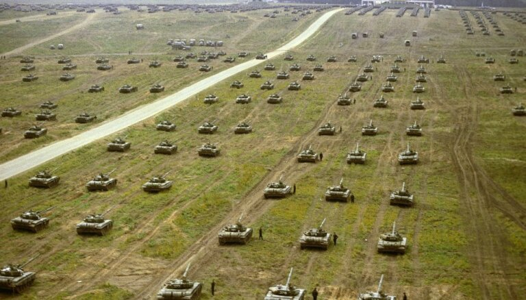 Krievu un baltkrievu mācību 'Zapad' simulētais uzbrukums NATO satrauc Karobli