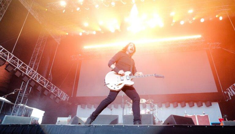Noklausies! 'Foo Fighters' izdod jaunu singlu no topošā albuma