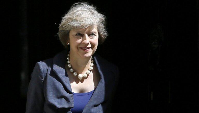Meja ir 'atvērta idejai' atsākt sarunas par 'Brexit' līgumu
