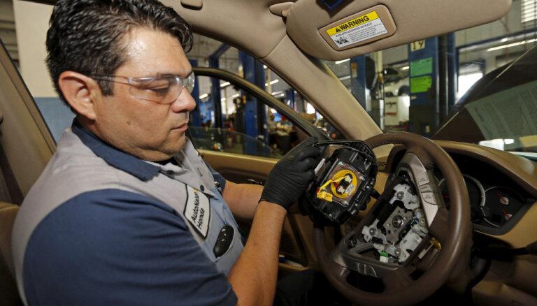'Takata' gaisa spilvenu dēļ ASV tiek atsaukti 1,7 miljoni automobiļu