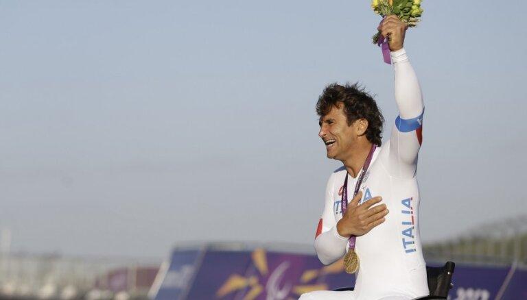 11 gadus pēc šausminošās avārijas Dzanardi kļūst par paralimpisko spēļu čempionu