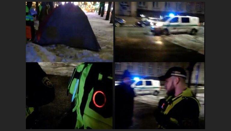 Муниципальная полиция заставила объявившего голодовку возле Кабмина мужчину убрать палатку и стол