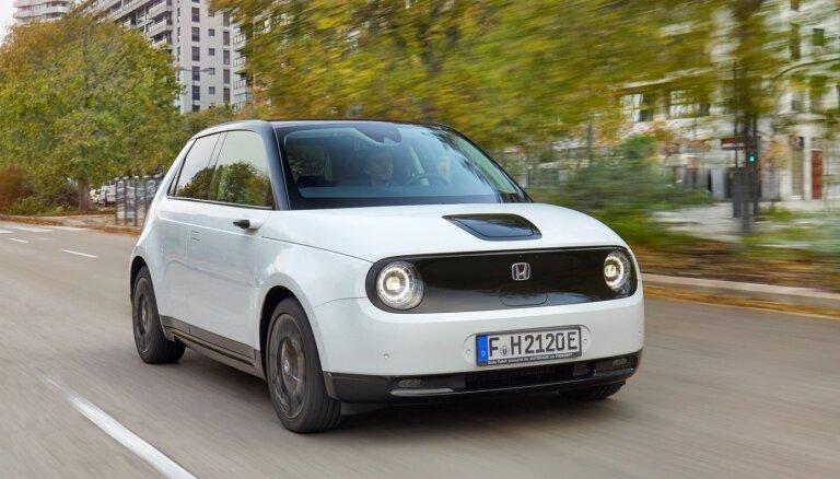 Sestdien jauno auto izmēģinājumos pie 'Mols' Latvijā debitēs mazais 'Honda E' elektromobilis
