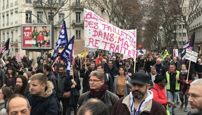 Власти Франции готовы пойти на уступки противникам пенсионной реформы