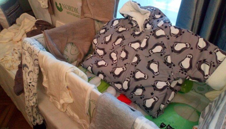 Somijas simtgadē sešiem Rīgā dzimušiem mazuļiem dāvinās vērtīgas zīdaiņu pūriņu kastes