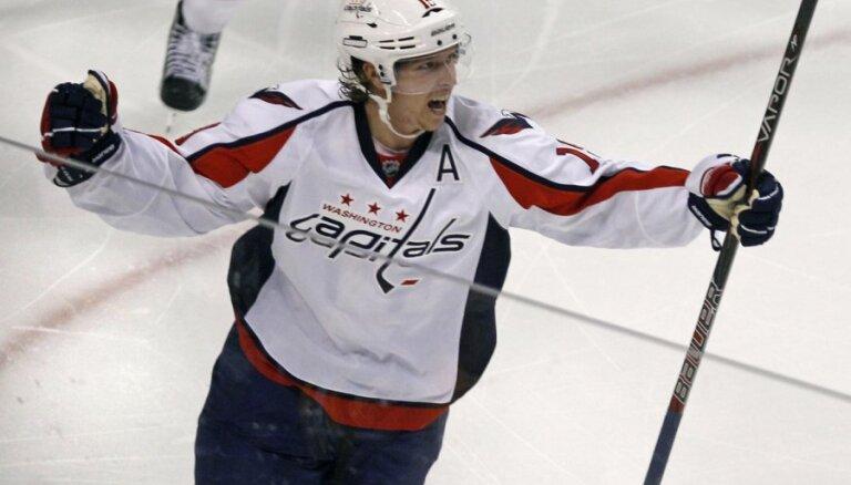 Zviedrijas izlases hokejists Bekstrems saņēmis rājienu par dopinga pārkāpumiem Soču olimpiskajās spēlēs