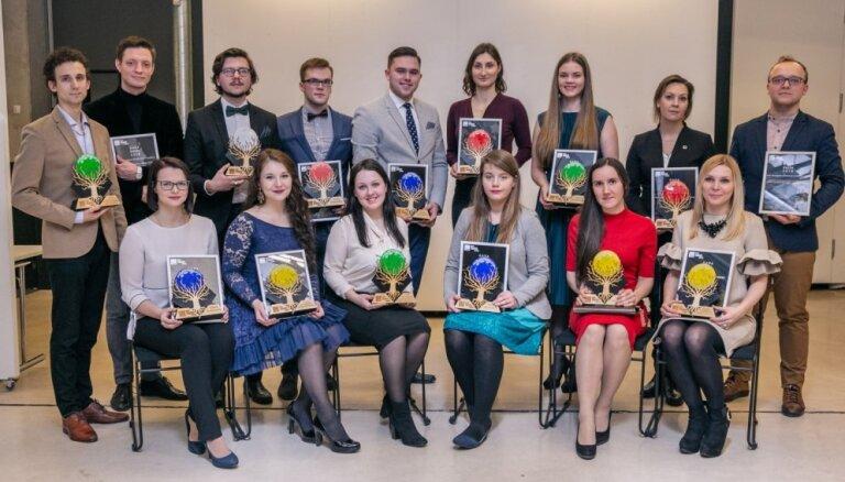 Gada ķeza un 13 labākie: aizvadīta Studentu apvienības 'Gada balva 2018'
