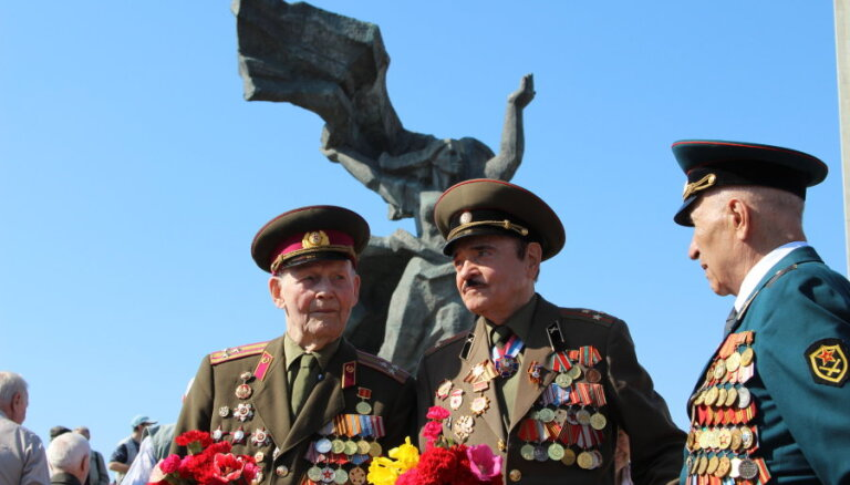Нацблок хочет запретить пенсионерам носить военную форму СССР 9 мая