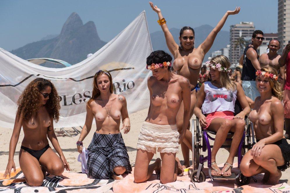 brazilian-topless-girls