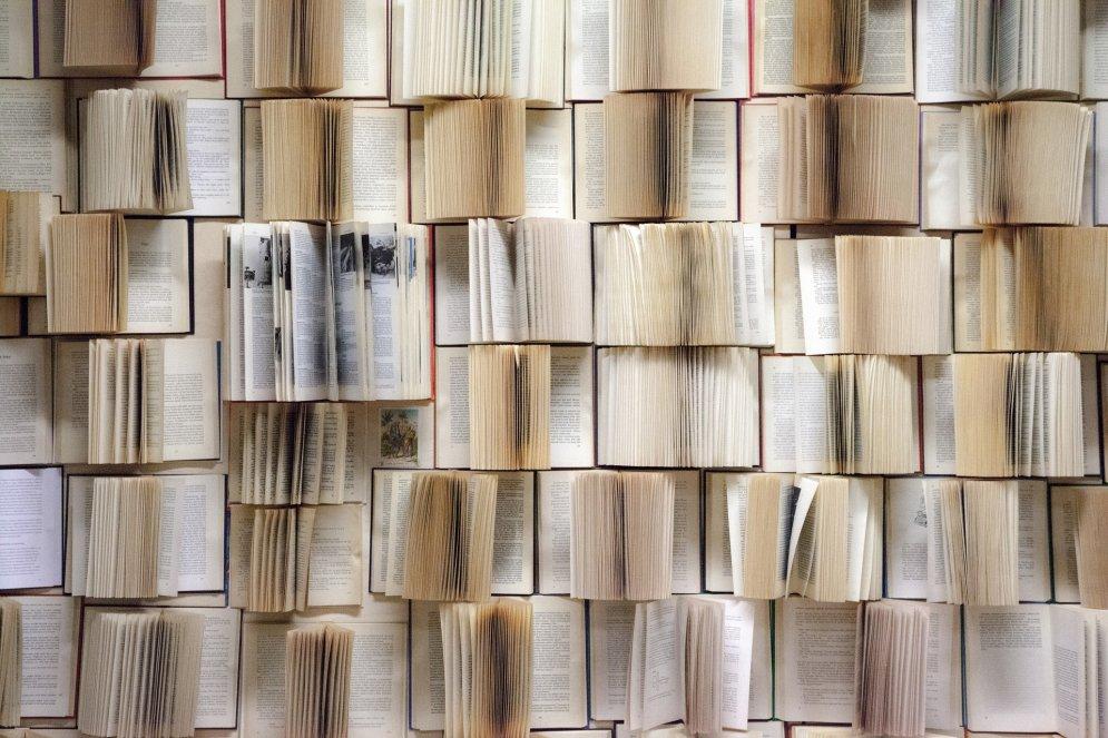 Domā zaļi: kā gudri izmantot nevajadzīgās grāmatas un papīru kalnus