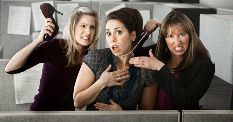 Как женщины ведут себя с соперницами: пять типажей - DELFI