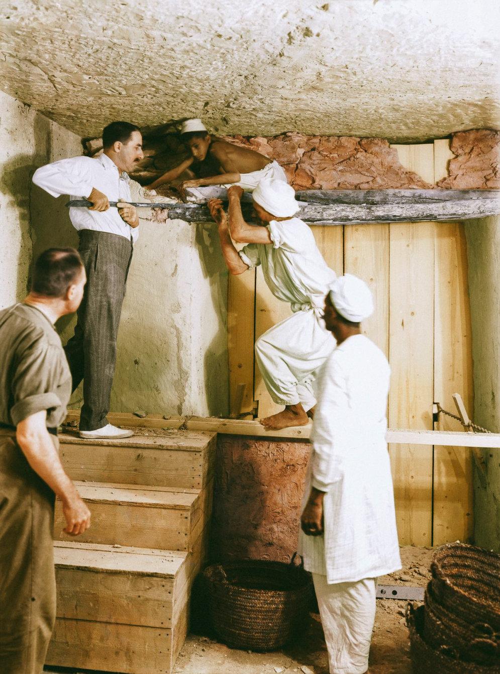 Как вскрывали гробницу Тутанхамона: уникальные кадры, теперь — в цвете