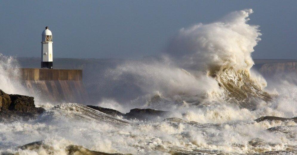 """На Британию обрушился шторм """"Брайан"""", есть риск затоплений"""