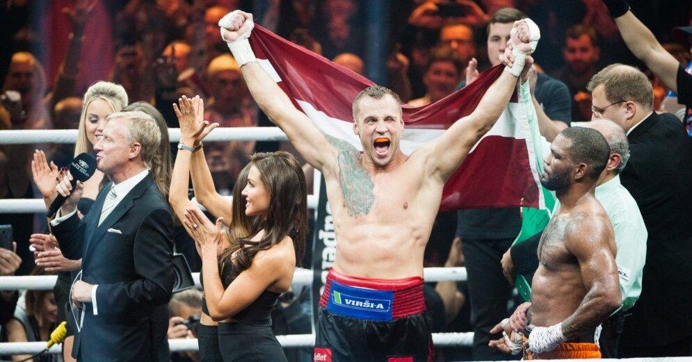 Гвоздик победил Амара и завоевал чемпионский пояс WBC