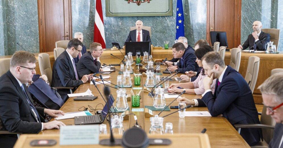 Правительство одобряет: Латвия будет платить пособия за простой из-за эпидемии