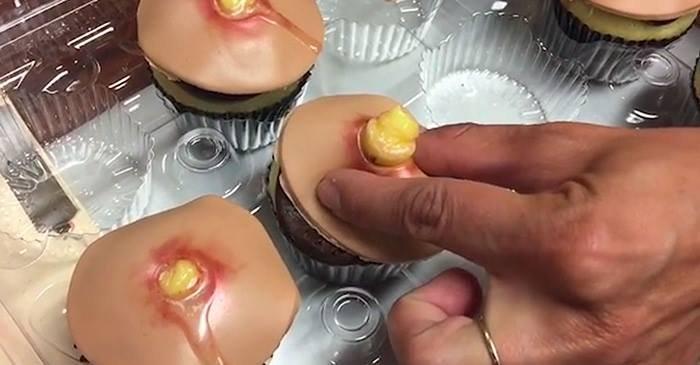 ФОТО, ВИДЕО. Вкусный торт с выдавливаемыми прыщами — новый тренд в Малайзии