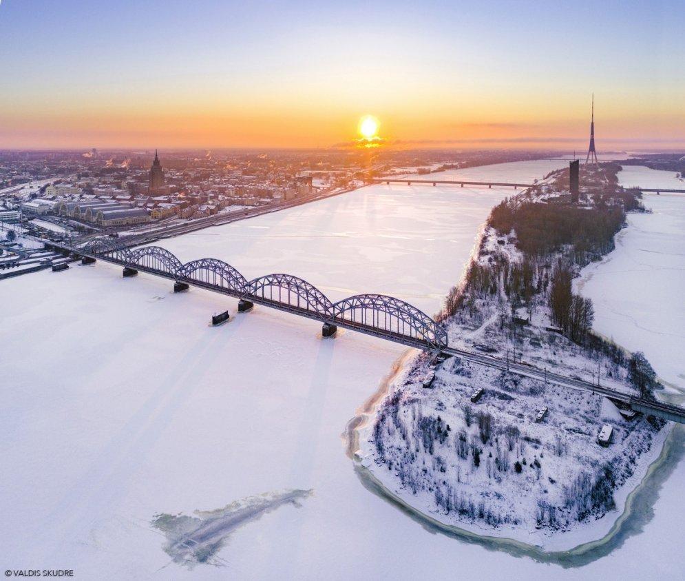 ФОТО: Рижское утро самого холодного этой зимой дня с высоты птичьего полета