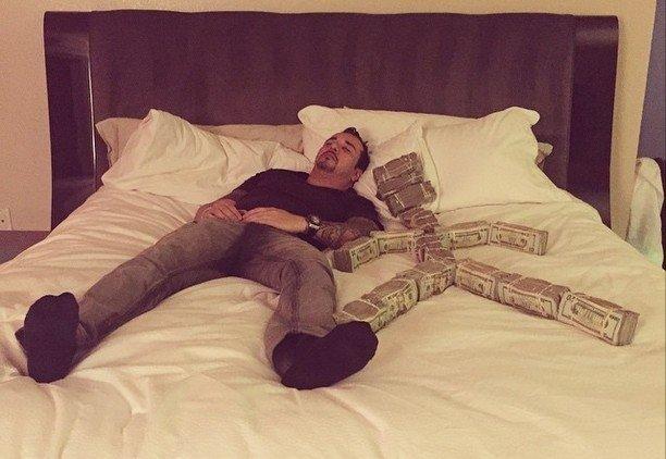 Kā dzīvo cilvēks, kuram ir acīmredzami pārāk daudz naudas