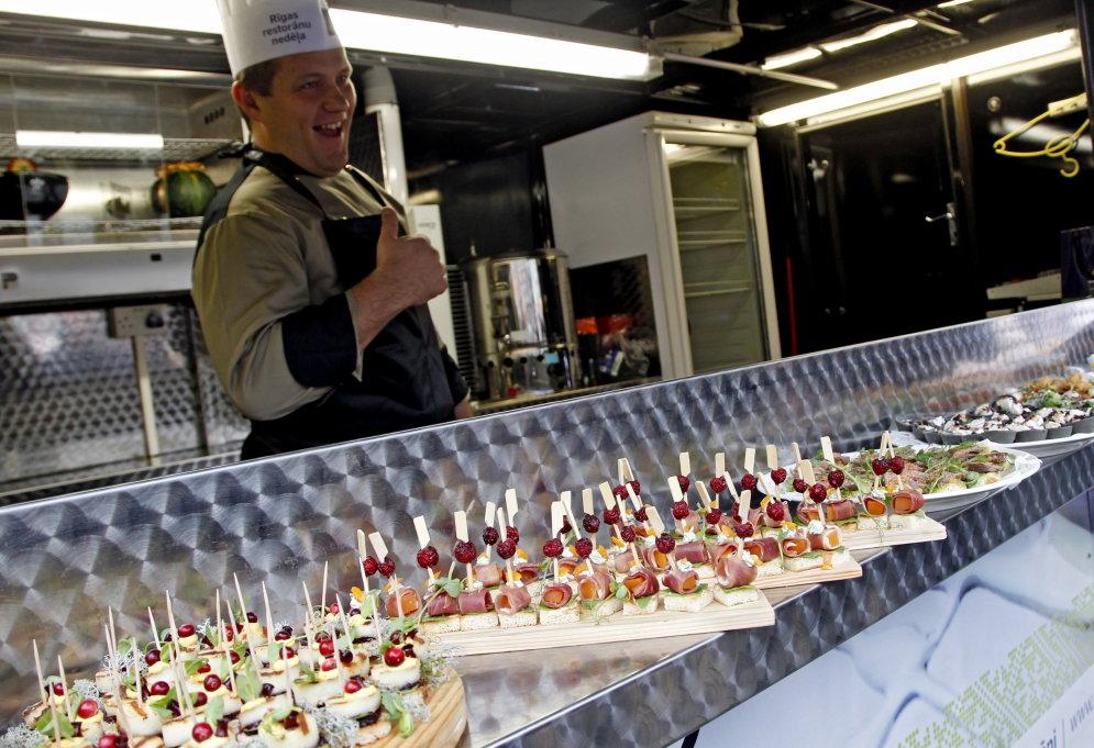 В Риге появился фургончик, дающий бесплатную еду (+график и места стоянки)