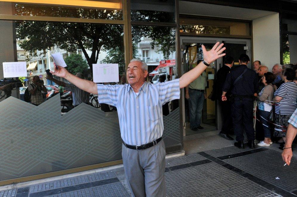 Фото с плачущим греческим пенсионером стало интернет-сенсацией и символом Grexit