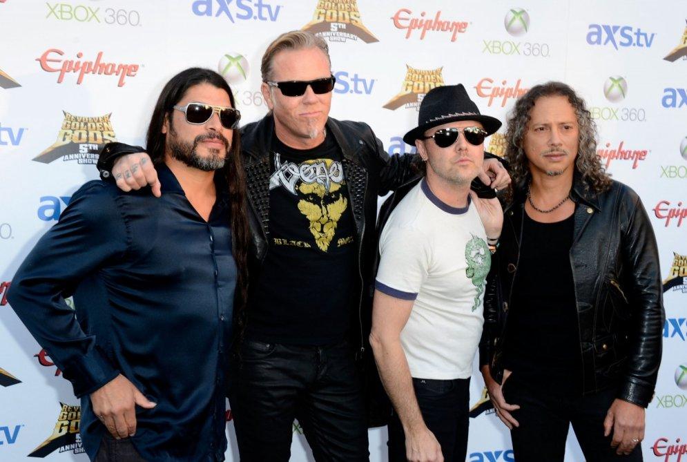 Kā 'Metallica' mūziķu sejas mainījušās kopš 1981. gada