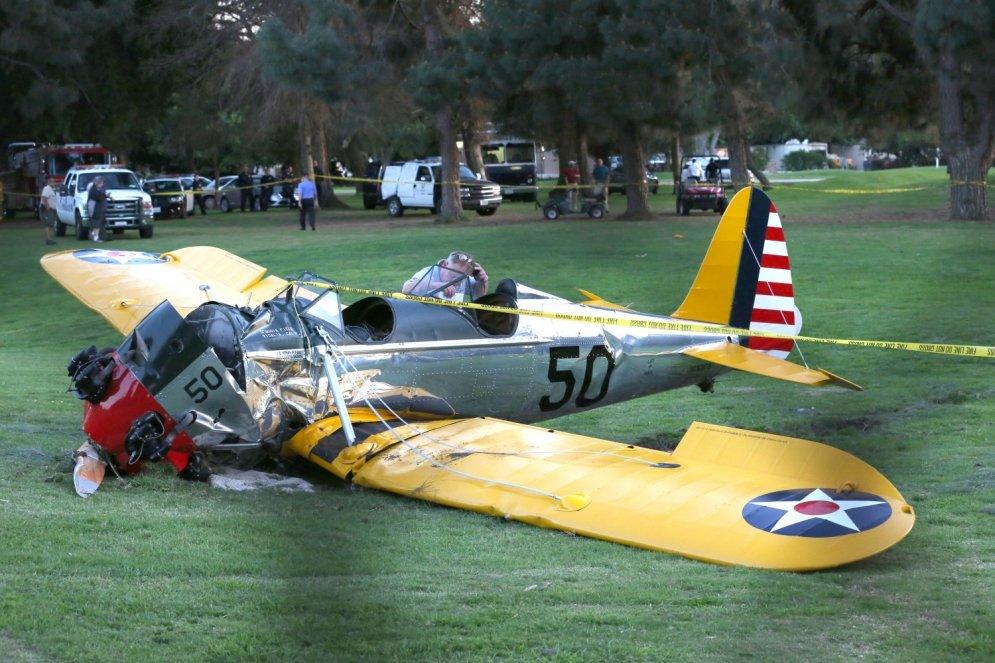 Kā Harisons Fords savu antīko lidmašīnu sašķaidīja