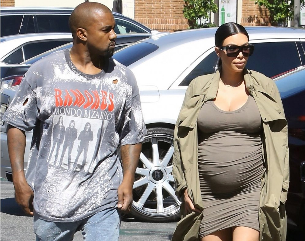 Kardašjanas stils: tērpi, ko nevienai grūtniecei nevajadzētu valkāt