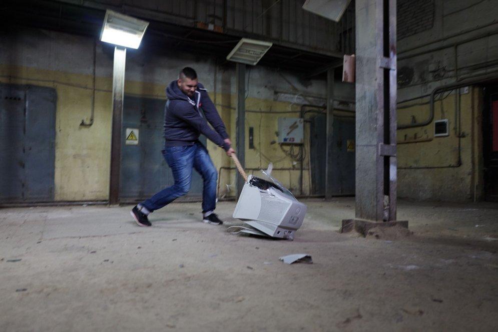 Krievijā jauns pakalpojums: ieej istabā un sašķaidi visu, ko redzi