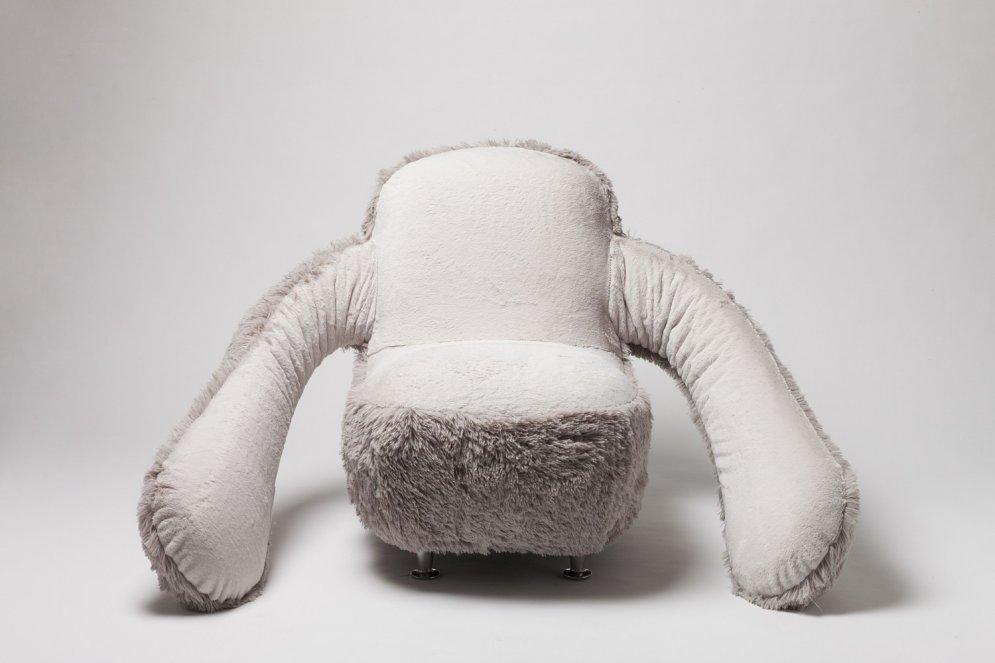 Radīts īpašs krēsls vientuļiem cilvēkiem