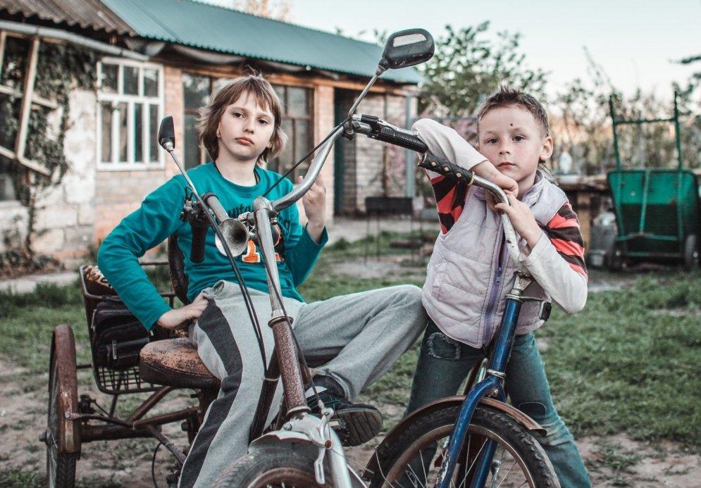 Desmit vārdi, kas palīdzēs tev saprast latviešu jauniešus