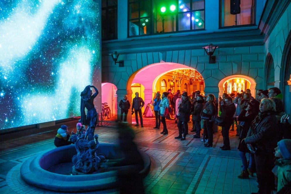 103 невероятно крутых фото с фестиваля света Staro Rīga 2015